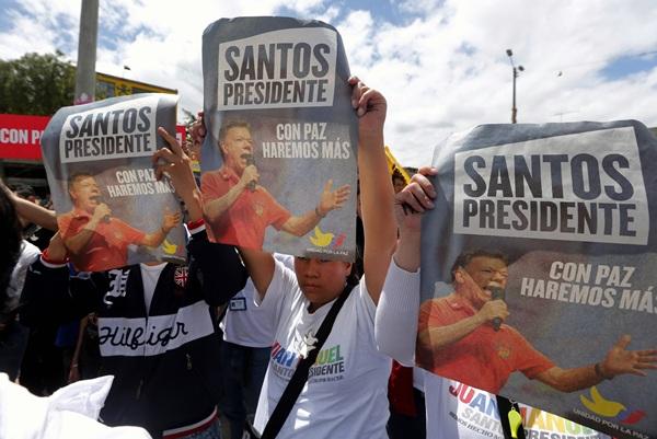 Juan Manuel Santos es el gran favorito para imponerse en la segunda vuelta de las elecciones. / reuters