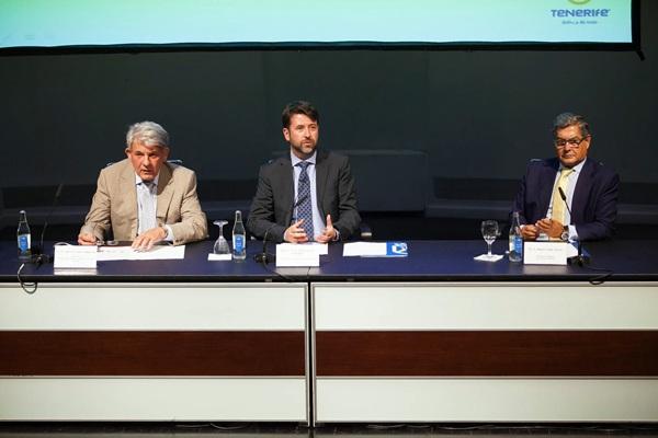 José Luis García (i), Carlos Alonso y Miguel Ángel Santos, durante la presentación. / DA