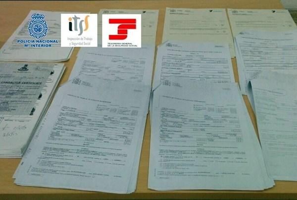 Documentos falsos incautados por la Policía. | DA