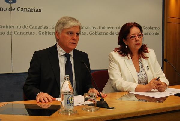 José Migel Pérez, vicepresidente del Gobierno de Canarias, junto a la viceconsejera de Educación,  Manuela de Armas Rodríguez.