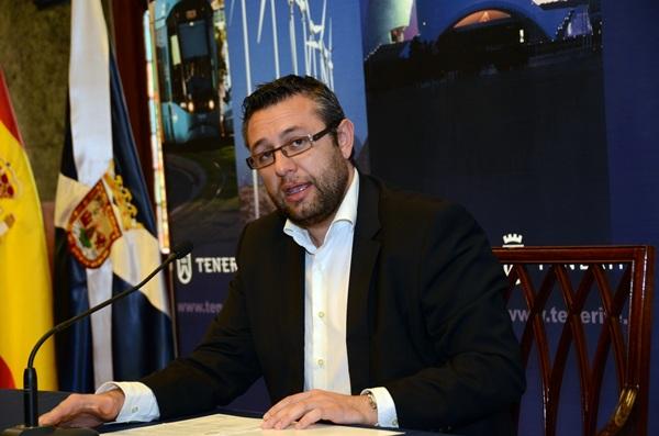 El consejero insular encargado del IASS, Miguel Ángel Pérez. / DA