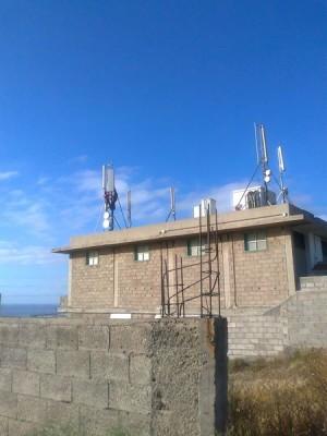 La imagen recoge la proliferación de antenas en una casa de Icerse.   DA