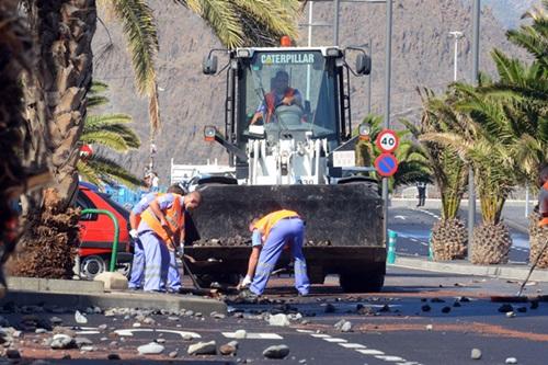 El pueblo de San Andrés sigue sufriendo los embates del mar, a la espera de la construcción del dique. / S. M.