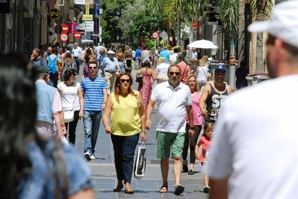 La Zona de Gran Afluencia Turística de la capital tinerfeña ha vivido hoy domingo una nueva edición de 'Ven a Santa Cruz'.