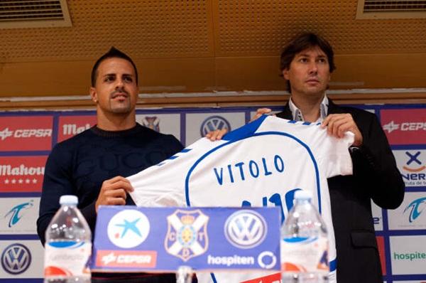 Presentación de Vitolo como nuevo jugador del CD Tenerife