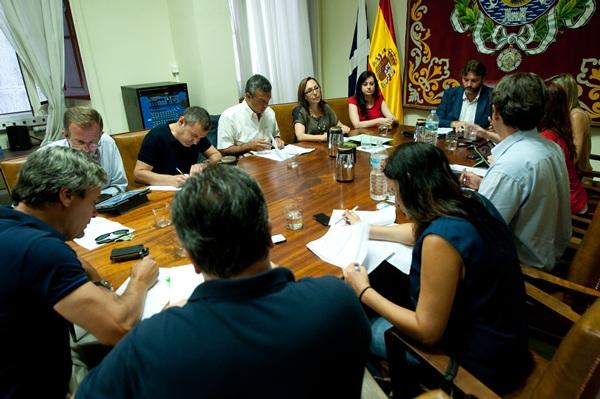 El primer teniente de alcalde, José Ángel Martín, presidió ayer la reunión de la Comisión de Control. / F. PALLERO