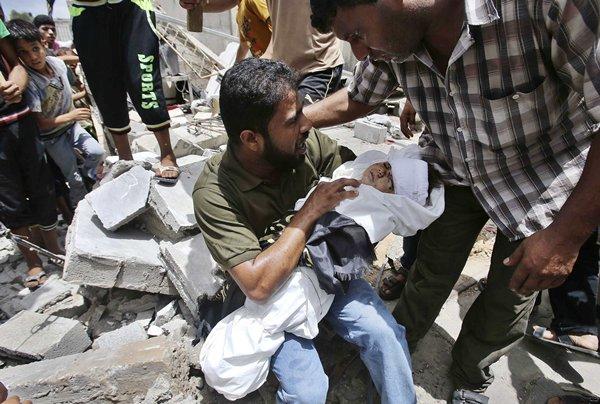 Las bombas del ejército de Israel han matado, al menos, a 33 niños. | REUTERS