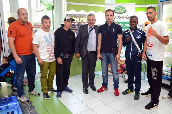 Óscar Sánchez y Javier Castillejo junto a Efraín Medina y Clark Telemanou, entre otros. / S. M.