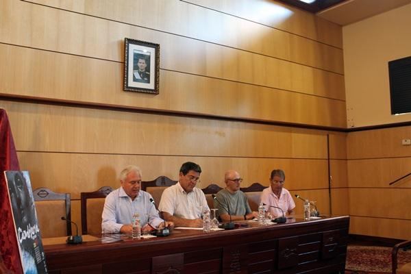 La presentación de las fiestas tuvo lugar ayer en el salón de plenos del Ayuntamiento. / DA
