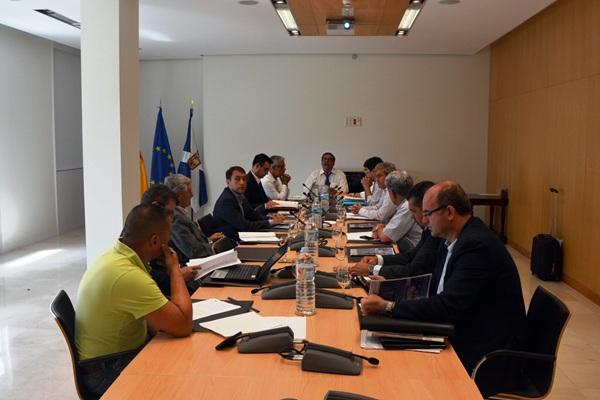 El consejo de administración de la Autoridad Portuaria contó con la asistencia del alcalde. / DA