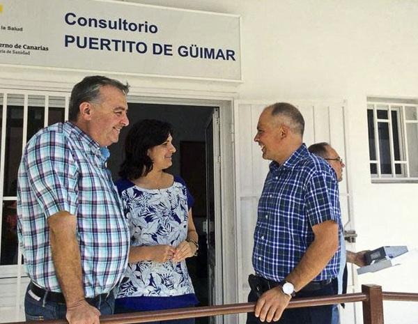 Javier Mederos, a la derecha, junto a la alcaldesa y otro concejal. / DA