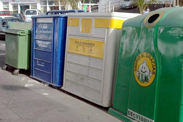 Los portuenses tienen serios problemas a la hora de separar los distintos tipos de envases y residuos. / DA