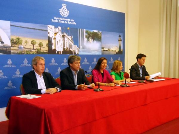 La portavoz y demás miembros del grupo municipal del PP anunciaron sus propuestas en rueda de prensa. / DA