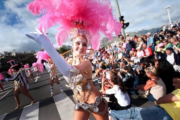 El Ayuntamiento quiere que el Carnaval refuerce los ingresos del tejido empresarial de la capital. | FRAN PALLERO