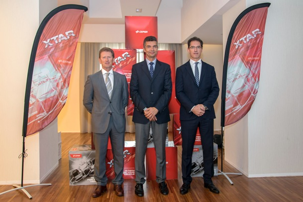 Carlos Giner (director de Lubricantes de CEPSA Comercial Petróleo) junto a Jesús Orozco (presidente de Archiauto) y Fernando Abásolo (director de Planificación y Desarrollo de Negocio de Archiauto)