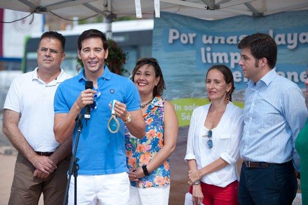 David Meca, durante la inauguración de la campaña, celebrada ayer en Las Teresitas. | F. P.