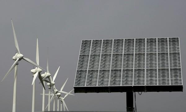 El Supremo admite a trámite el recurso contra el decreto de las renovables.  / DA