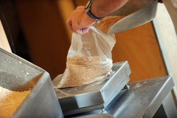 El gofio tradicional de Tenerife es un de los siete productos tinerfeños que ya cuenta con el distintivo. / FRAN PALLERO