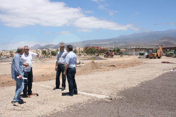 González Cejas y Rodríguez Bello visitaron las obras de ejecución de la zona de ocio. | DA