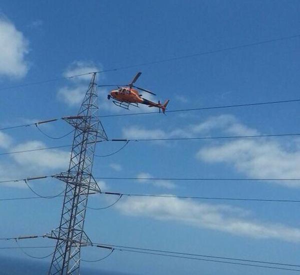 Un helicóptero de Red Eléctrica Española para las torretas