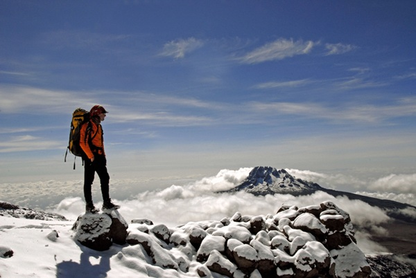 Juan Diego Amador, tras descender el Kilimanjaro, que ascendió en 2005 cuando completó el proyecto 7 Cimas. / DA
