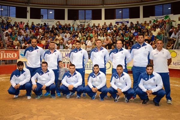 Una formación del Club de Luchas Tegueste de Primera Categoría. / Donelia pérez