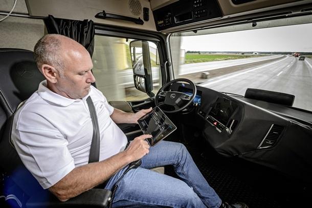 Mercedes-Benz Future Truck 2025 camion autonomo