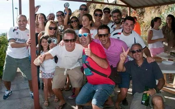 El equipo del Club de Pádel Granadilla celebrando la victoria. / DA