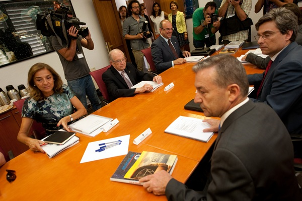 La secretaria de Estado Carmen Vela y el presidente del Gobierno canario, Paulino Rivero, ayer. / FRAN PALLERO