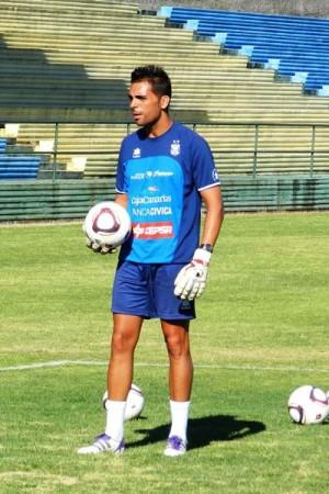 El segundo entrenador blanquiazul, Roberto Perera.   DA