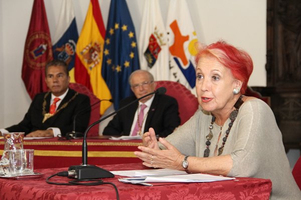 Rosa María Calaf, durante su intervención en el antiguo convento. | DA