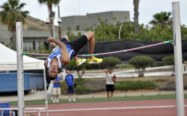 Javier Pérez Rasines participará en el concurso de salto de altura. / DA