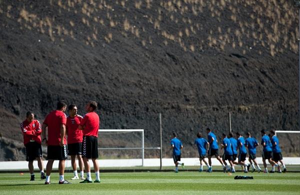 21 jugadores se desplazarán en la tarde de hoy para seguir con el trabajo estival. / FRAN PALLERO