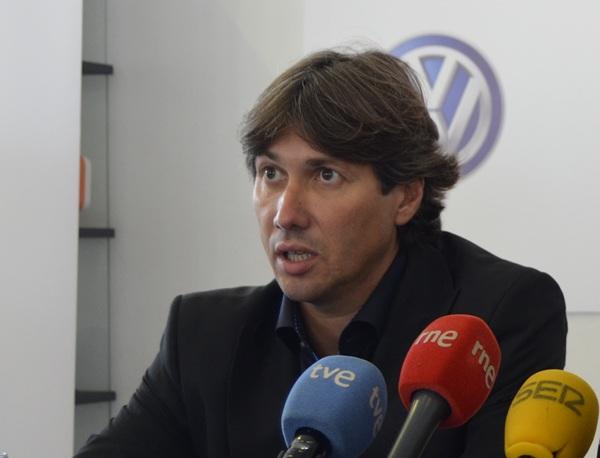 El profesional vallisoletano durante la rueda de prensa de ayer. / CD TENERIFE