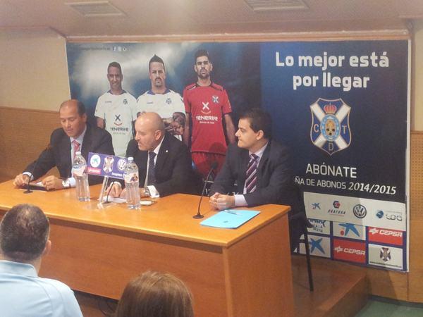 El presidente del CD Tenerife desmiente una vez más a César Gómez y reta al exjugador a presentar la oferta formalmente