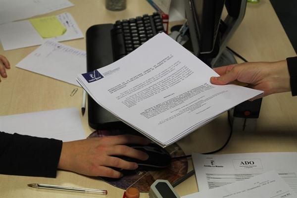 Canarias acumula el 2% de todas las contrataciones 'on line'.   EP