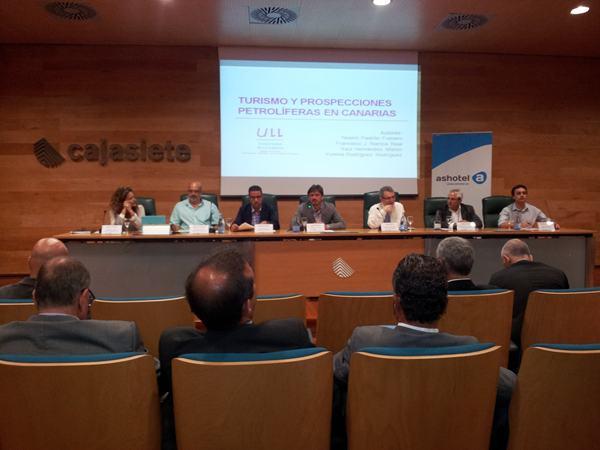 La patronal hotelera Ashotel celebró ayer el debateTurismo y petróleo: reflexiones para un debate sereno. | DA