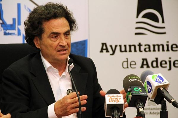 Fernando Martín Menis, durante la presentación de las jornadas. / DA