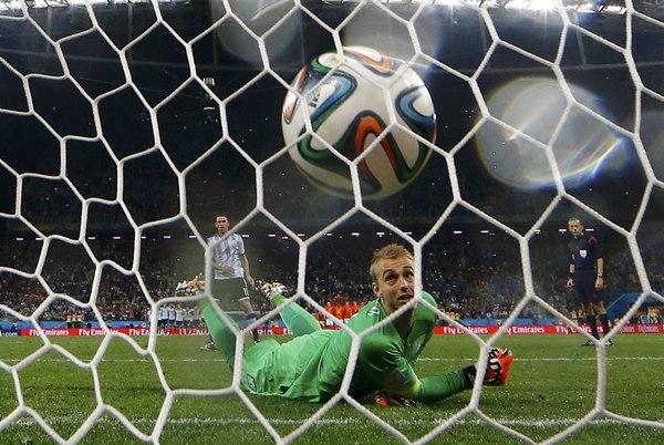 El gol de Maxi, que confirmó el pase de Argentina a la final.   REUTERS