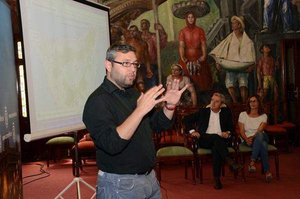 Los consejeros insulares, durante la presentación del nuevo portal web del IASS. / DA