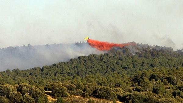 El fuego en los montes de Guadalajara continuaba ayer sin control