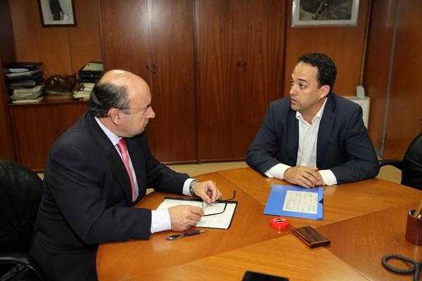 Juan Manuel García, durante su reciente reunión con Basilio Rada. / DA