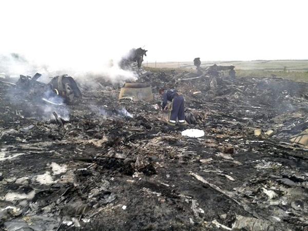 Restos del avión de Malaysia Airlines derribado por un misil tierra-aire en Ucrania. |  REUTERS