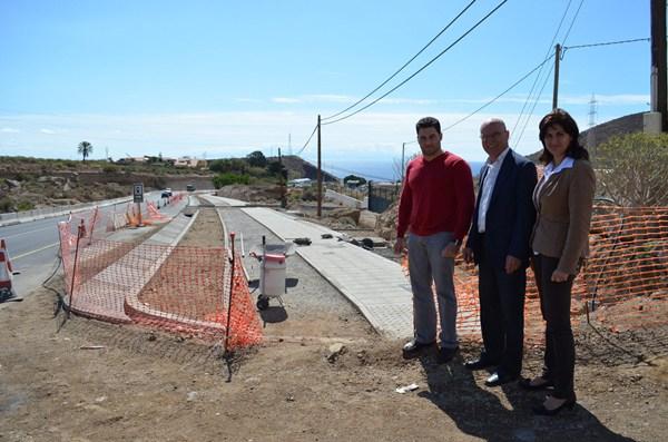Visita en noviembre de 2012 de Rafael Yanes, entonces alcalde, Carmen Luisa Castro y Airám Puerta. / da