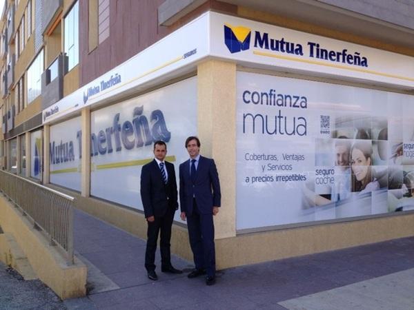 Pablo Fernandez-Villanueva, director de la zona Sur de Tenerife, y Arístides Melián, comercial a cargo de la misma .