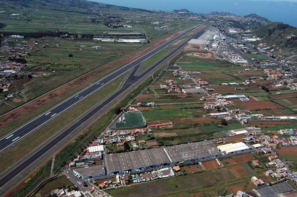 El plan de insonorización afecta a más de 700 viviendas en los alrededores del aeropuerto norteño. / DA