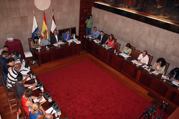 El Pleno aprobó las cuentas del 2013, con el único voto contrario de Coalición Canaria. / DA