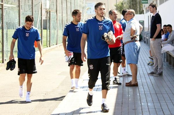 Dani Hernández ya entrenó ayer a las órdenes de Cervera con el primer equipo. / <a href=