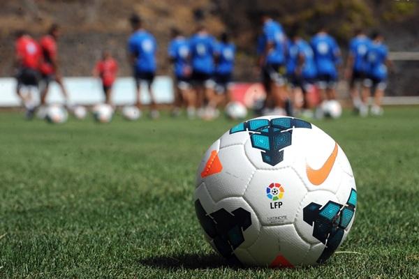 El CD Tenerife se prepara para . / SERGIO MÉNDEZ
