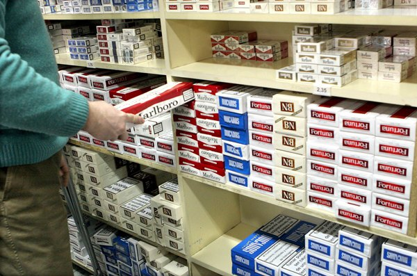 Solo Gibraltar supera a Canarias como vía de contrabando de tabaco. | DA